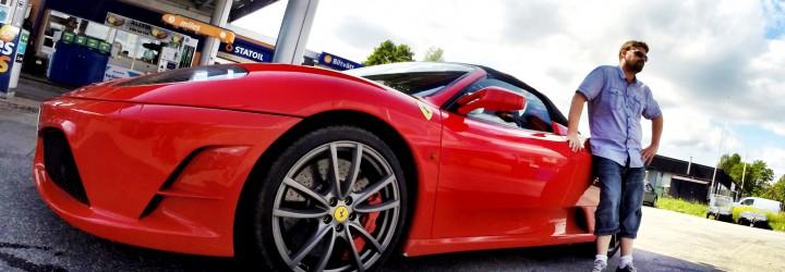 Kör en tur i en Ferrari